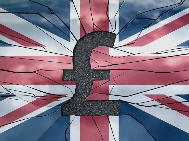 Funt szterling na tle flagi brytyjskiej