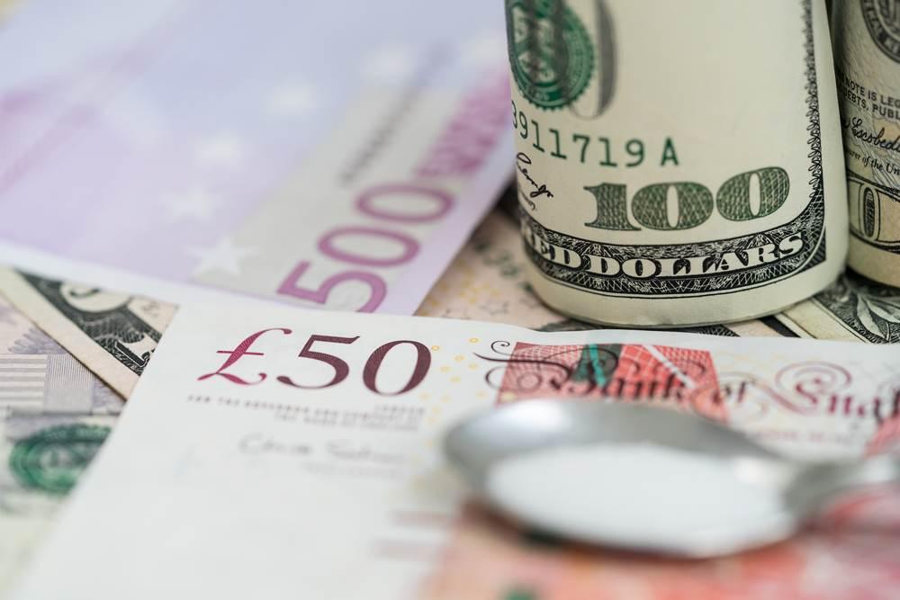 Kursy walut tracądo złotego. Dolar, euro i frank w drodze na południe. Wyjątek stanowi funt szterling