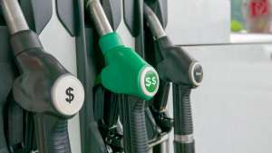 dystrybutory paliwowe z symbolami dolara
