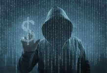 Postać w kapturze przypominająca cyberprzestępce symbol dolara