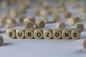 kostki układające się w napis EUROZONE