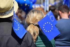 Kurs euro (EUR/PLN) utrzymuje się nad 4,50 zł po interwencji NBP