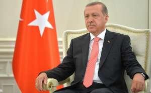 erdogan siedzi na fotelu