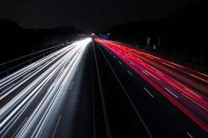 Biało-czerwone światła samochodów