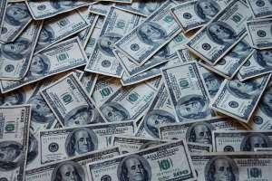 Kurs dolara amerykańskiego spada do 3,80 PLN. USD/PLN zbliża się do ważniejszego wsparcia