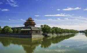 chińska świątynia z odbiciem w wodzie