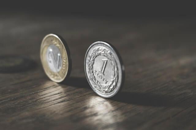 Kurs złotego odrabia straty: Euro spada w okolice 4,24 zł, dolar również zniżkuje