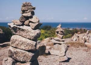 Kamienie ułożone na sobie