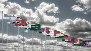 Flagi państw G20 powiewające na wietrze