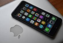 Iphone na komputerze Apple