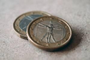 Kurs euro (EUR/USD) dobija do 1,19, aprecjacja amerykańskiej waluty