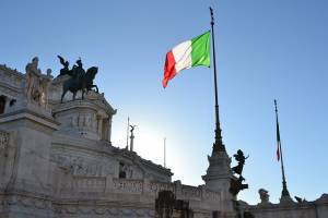 włoska flaga na budynku rządowym