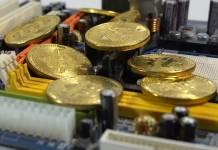 monety Bitcoin na koparce do kryptowalut
