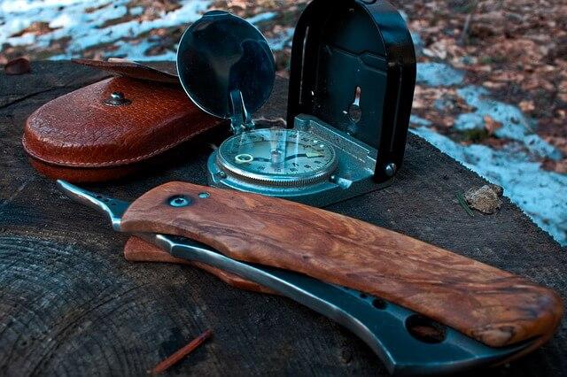 Nóż kompas - niezbędne do przetrwania
