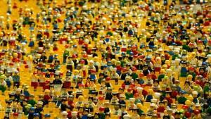 Tłum stworzony z figurek lego