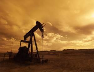 Notowania ropy naftowej z wahaniami. Nerwowa sesja na rynku surowca