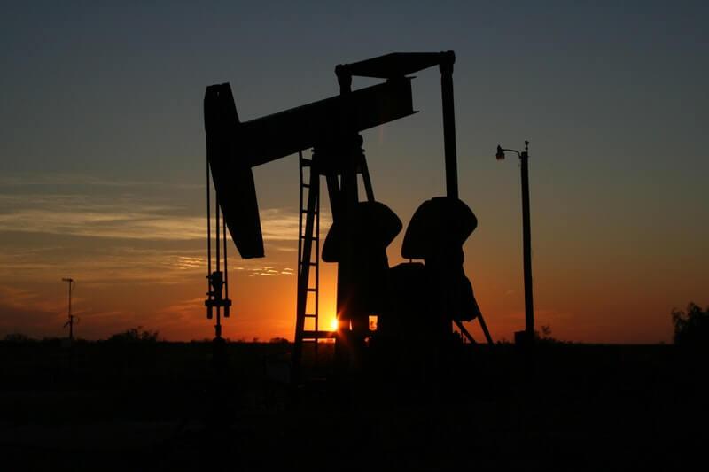 Kurs ropy w końcu wzrośnie? Rosja sygnalizuje gotowość do cięć produkcji