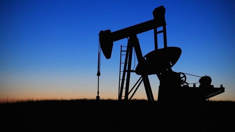 Spotkanie OPEC+ może wpłynąć na kurs ropy naftowej. Srebro rośnie wraz ze złotem