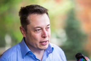 """Tesla """"bardzo blisko"""" całkowicie autonomicznego samochodu, sugeruje Musk"""