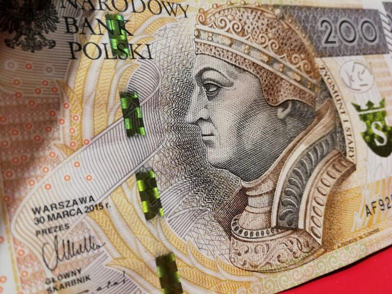 Kurs dolara pod presją oczekiwanych działań FED. USD/PLN z przestrzenią do dalszych spadków