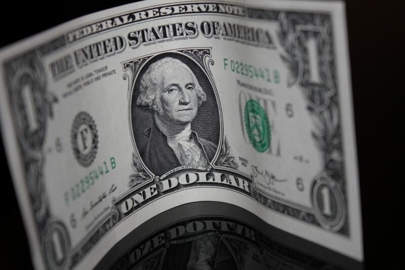 Kurs dolara (USDJPY) bez większych zmian. Sprzedaż detaliczna z USA w centrum uwagi podczas dzisiejszej sesji.