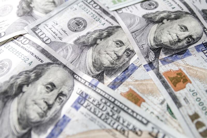 Dolar największym wygranym kiepskich nastrojów na rynkach. Kurs USD/PLN niebawem po 4 zł?