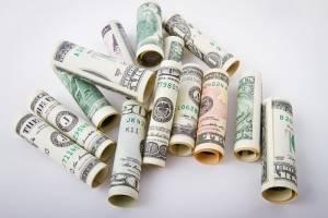 Kurs dolara (USD) w czwartek ponownie nie ma sobie równych, ropa próbuje odbicia