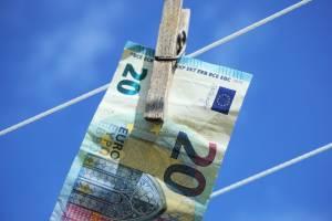 Kurs euro nadal radzi sobie dobrze. Notowania par EUR/USD i EUR/GBP