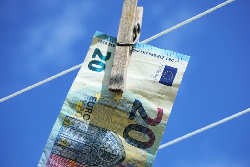 Kurs EUR/USD najwyżej od 30 miesięcy. Celem 5 test 12 letniej strefy przy 1,24