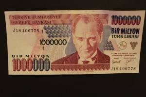 Kurs liry tureckiej: USD/TRY powraca do carry-trade