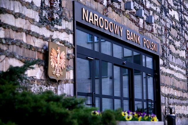 Kursy walut NBP z godziny 11:45: Kurs euro i funta w górę, frank i dolar tracą do złotego. Poniedziałek, 18 listopada