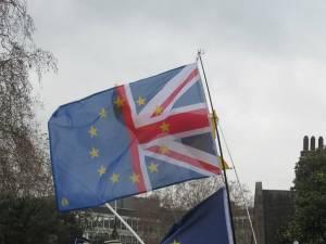 Kurs funta (GBP/USD) spada, a UE uważa, że postawa Wielkiej Brytanii tylko zaszkodzi firmom