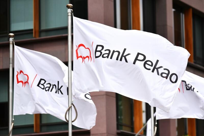 Bank Pekao kolejny raz odbija od linii trendu
