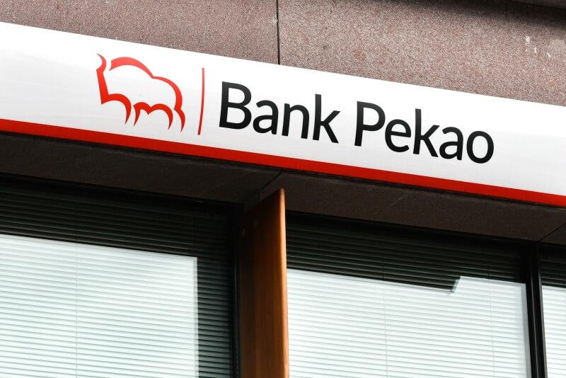 Bank Pekao już odczuwa skutki pandemii i niskich stóp procentowych. Małe szanse na szybką poprawę notowań