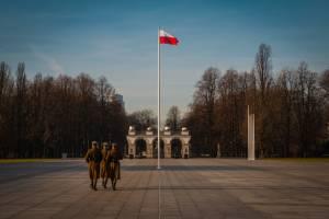 Kurs dolara (USD/PLN) będzie spadał, twierdzi ING. Polska z rekordową nadwyżką bilansu handlu