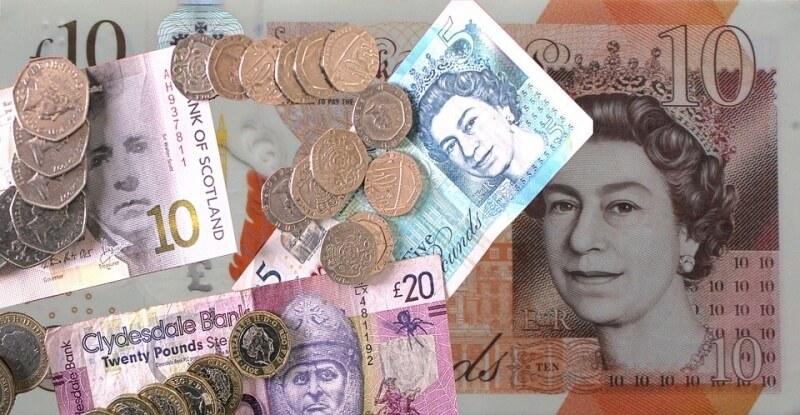 Kursy walut zyskujądo złotego. Silny wzrost funta, kosztuje jużponad 5,03 zł. Umacnia siętakże dolar, euro i frank