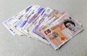 Kurs funta czeka na BoE, kurs dolara czeka na NFP