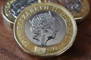 Forex spokojny w poniedziałek. Kursy walut: Funt oddaje piątkowe zyski