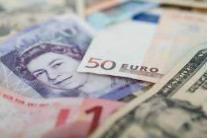 Kurs funta mocno w górę do PLN. Złoty traci też do euro, dolara i franka