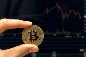 Bitcoin traci 3. sesję z rzędu, spada do 9 tys. USD. Ether, XRP i Bitcoin Cash również silnie tracą