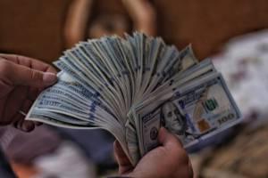 Kurs dolara ponownie atakuje 3,97 PLN. Para USD/PLN nadal jednak w konsolidacji
