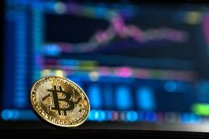 Bitcoin konsoliduje przy 9 tys. USD. TRON, OKB i Binance Coin liderami spadków