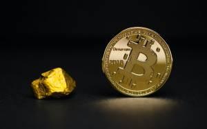 Złoto najtańsze od 4 m-cy, gdy Bitcoin bije kolejne rekordy