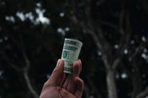 Dolar coraz mocniejszy, polski złoty słabnie