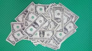 Indeks dolara notuje największą dzienną zwyżkę od czerwca. Brak konkretnych informacji od FED