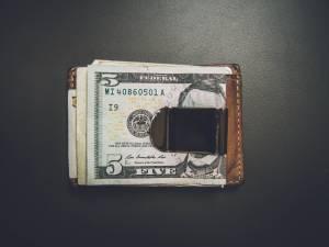 Kurs dolara (USD) nadal się umacnia. Unia Europejska grozi USA odwetem