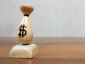 Kurs dolara rośnie najsilniej od 3 m-cy. Kurs euro i funta w dół o 1%