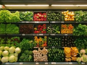Inflacja powoli odpuszcza, ale żywność wciąż mocno drożeje