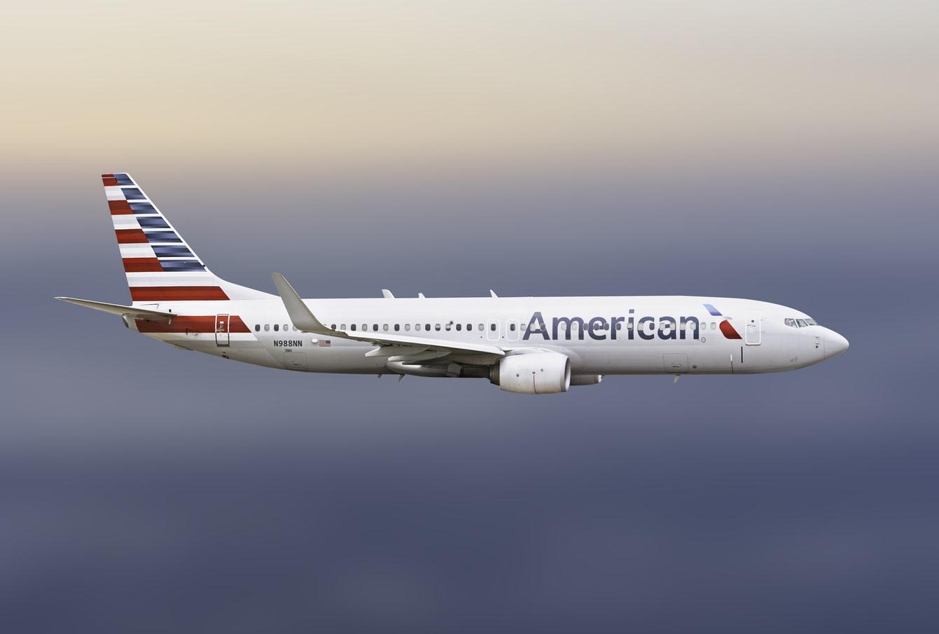 American Airlines chce zredukować zatrudnienie o 30%. Co z akcjami spółki?