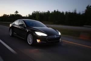 Tesla warta już niemal 30% całego przemysłu motoryzacyjnego dzięki nowym szczytom